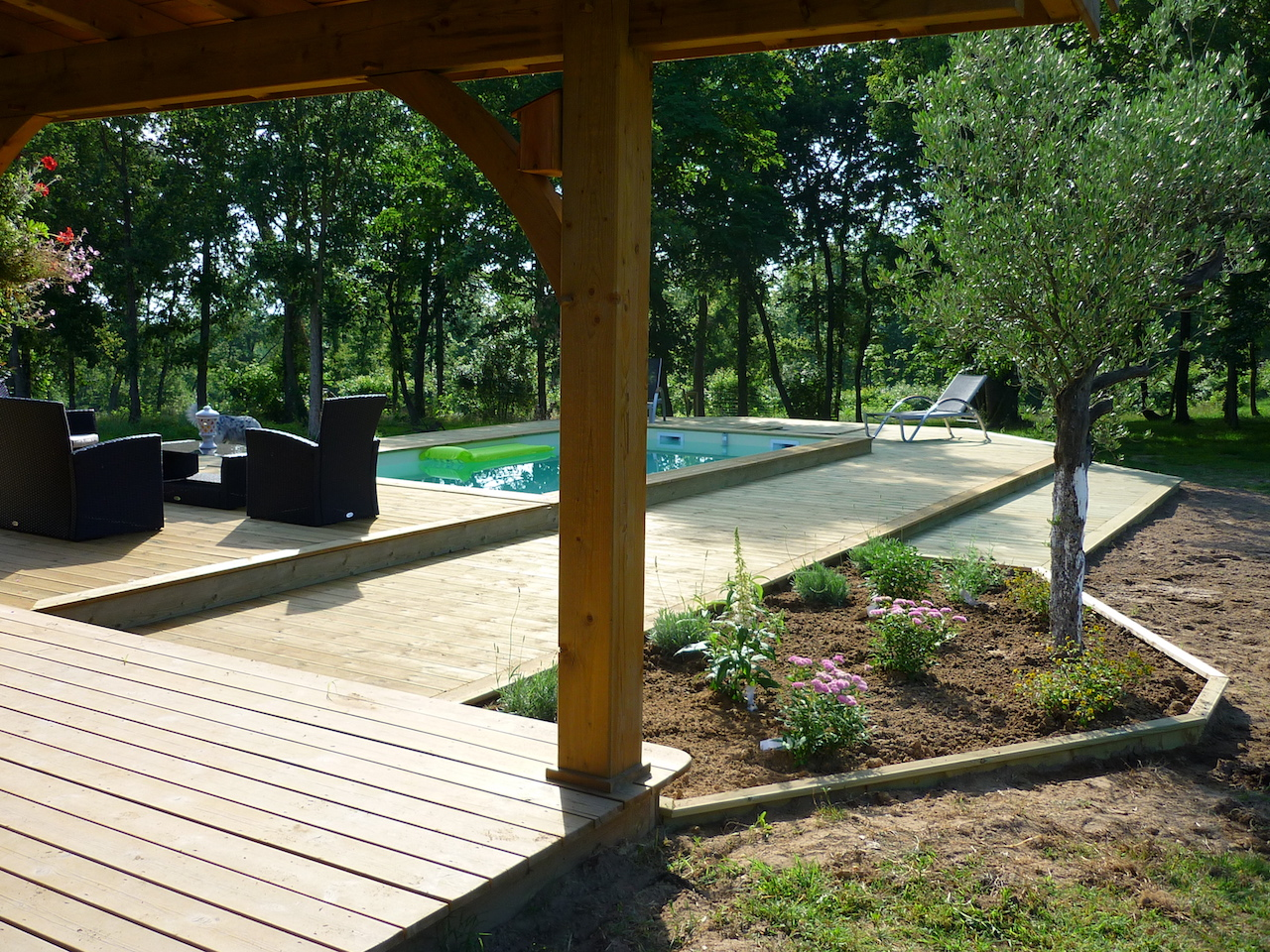 Entourage de piscine en pin sanitoit for Piscine entourage bois