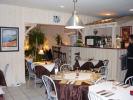Intérieur bois d'un restaurant. Merbeau et volige en sapin blanchi