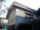 Surélévation de toiture. Bardage volige couvre-joint.