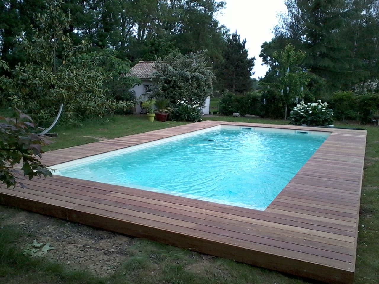 entourage de piscine en cumaru. Black Bedroom Furniture Sets. Home Design Ideas