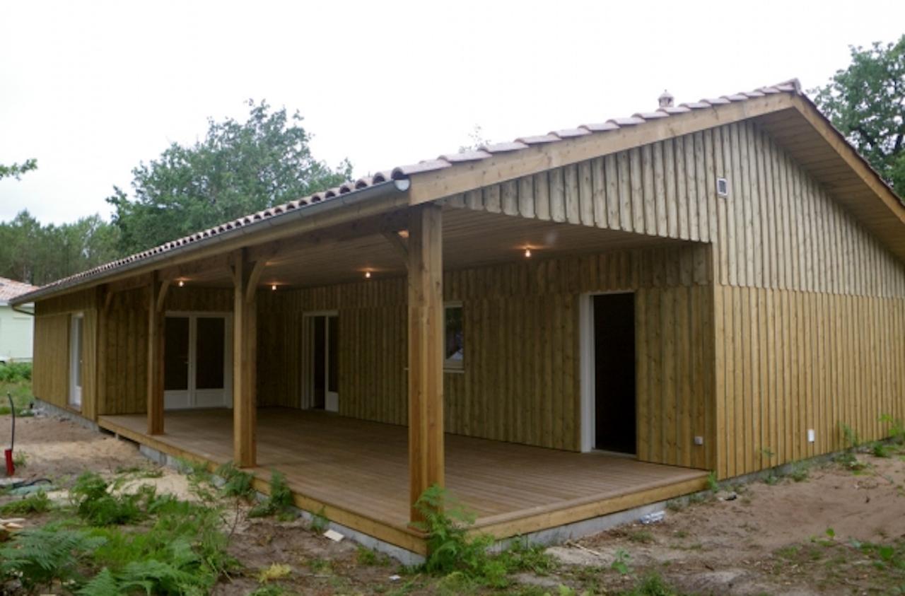 Maison En Bois De 156m2 Avec Terrasse Entierement Couverte Sanitoit