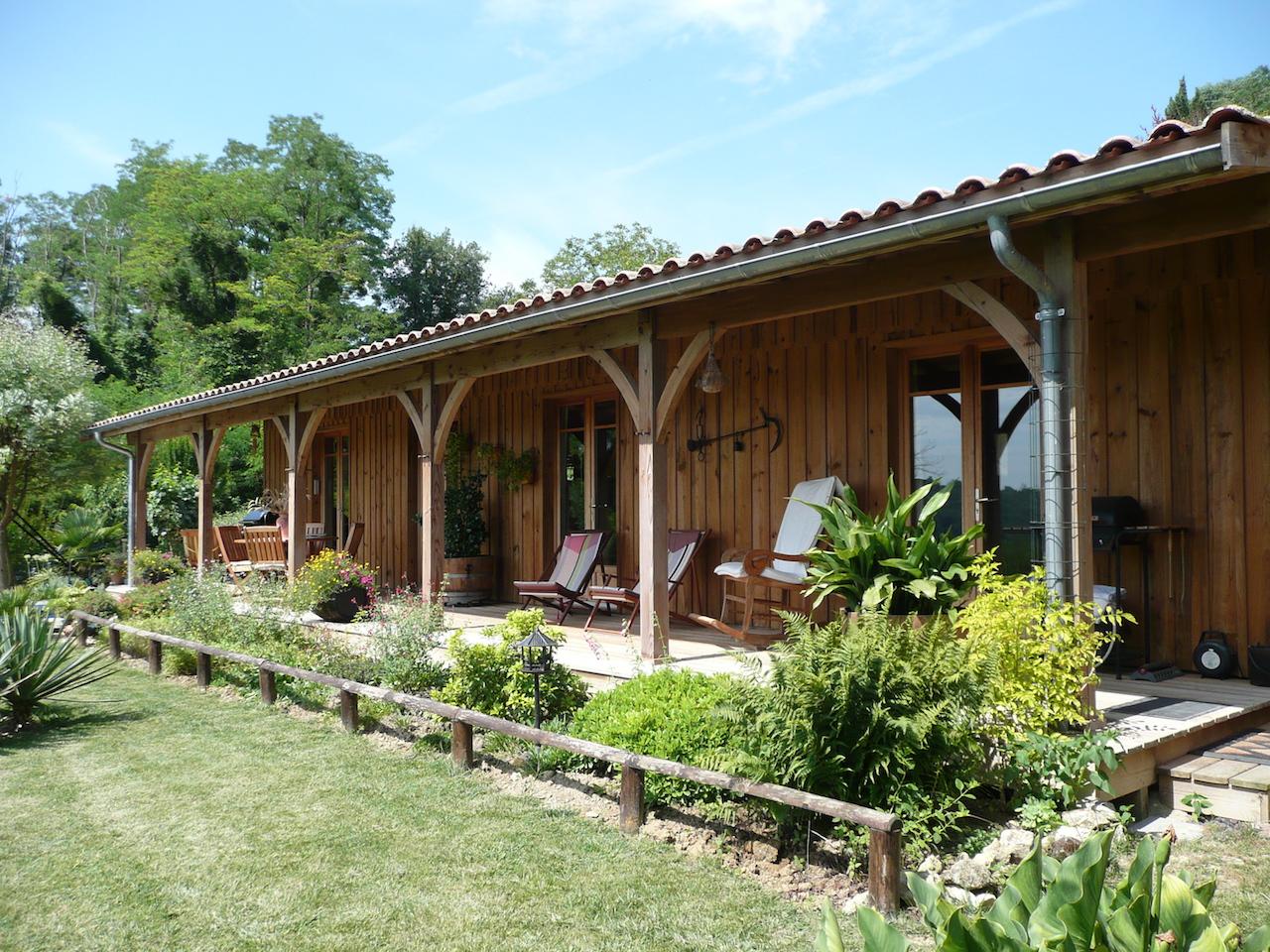 Maison bois de plain-pied de 130m2 avec terrasse couverte et volige ...