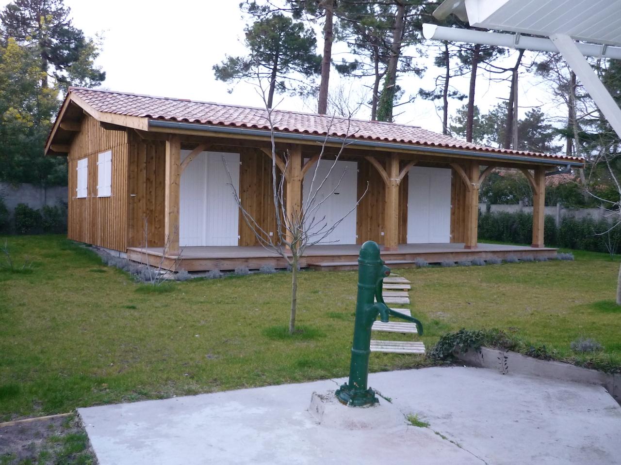 Terrasse Fermée En Bois dépendance bois achevée. bardage en volige couvre-joint et
